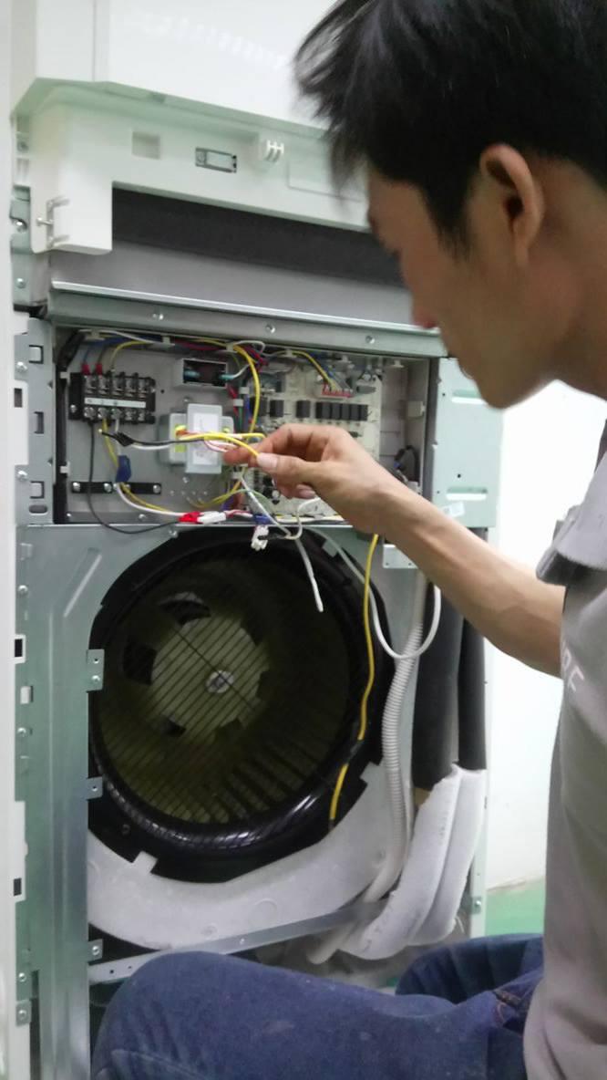 Lắp máy lạnh tủ đứng GREE 11