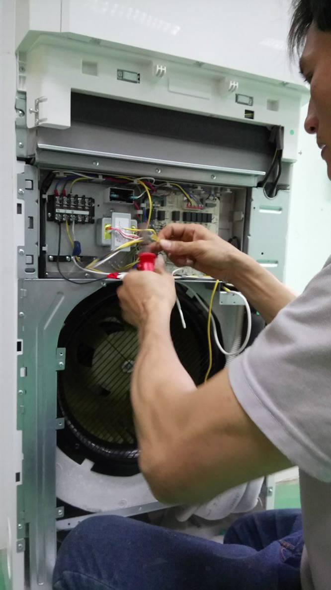Lắp máy lạnh tủ đứng GREE 12