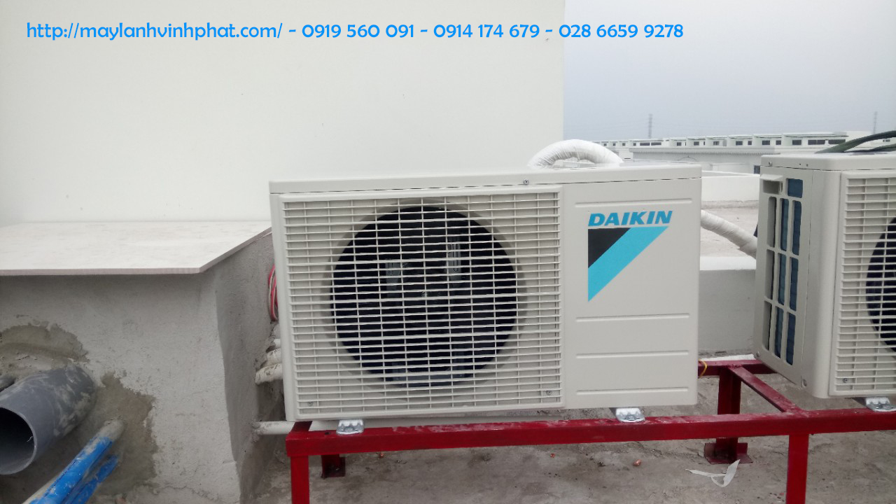 Lắp máy lạnh treo tường DAIKIN 10