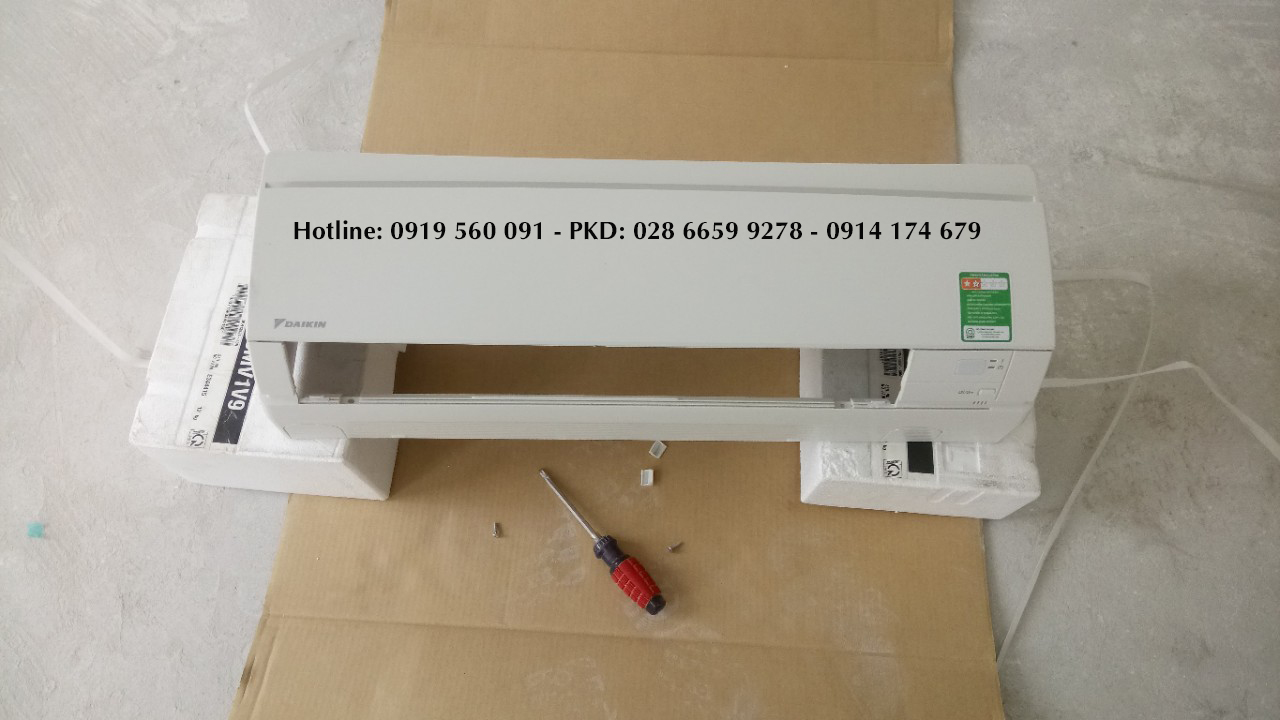 Lắp máy lạnh treo tường DAIKIN 12