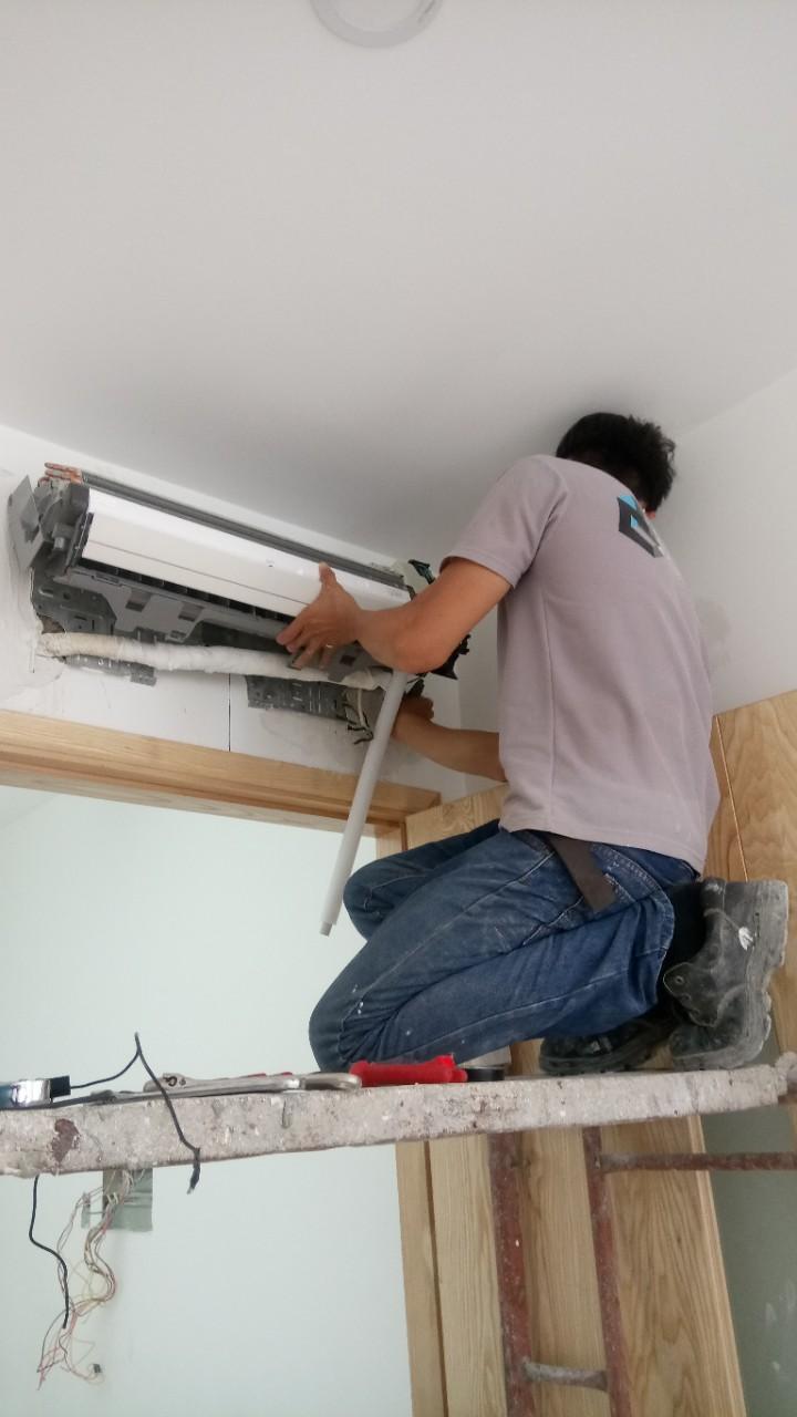 Lắp máy lạnh treo tường DAIKIN 15
