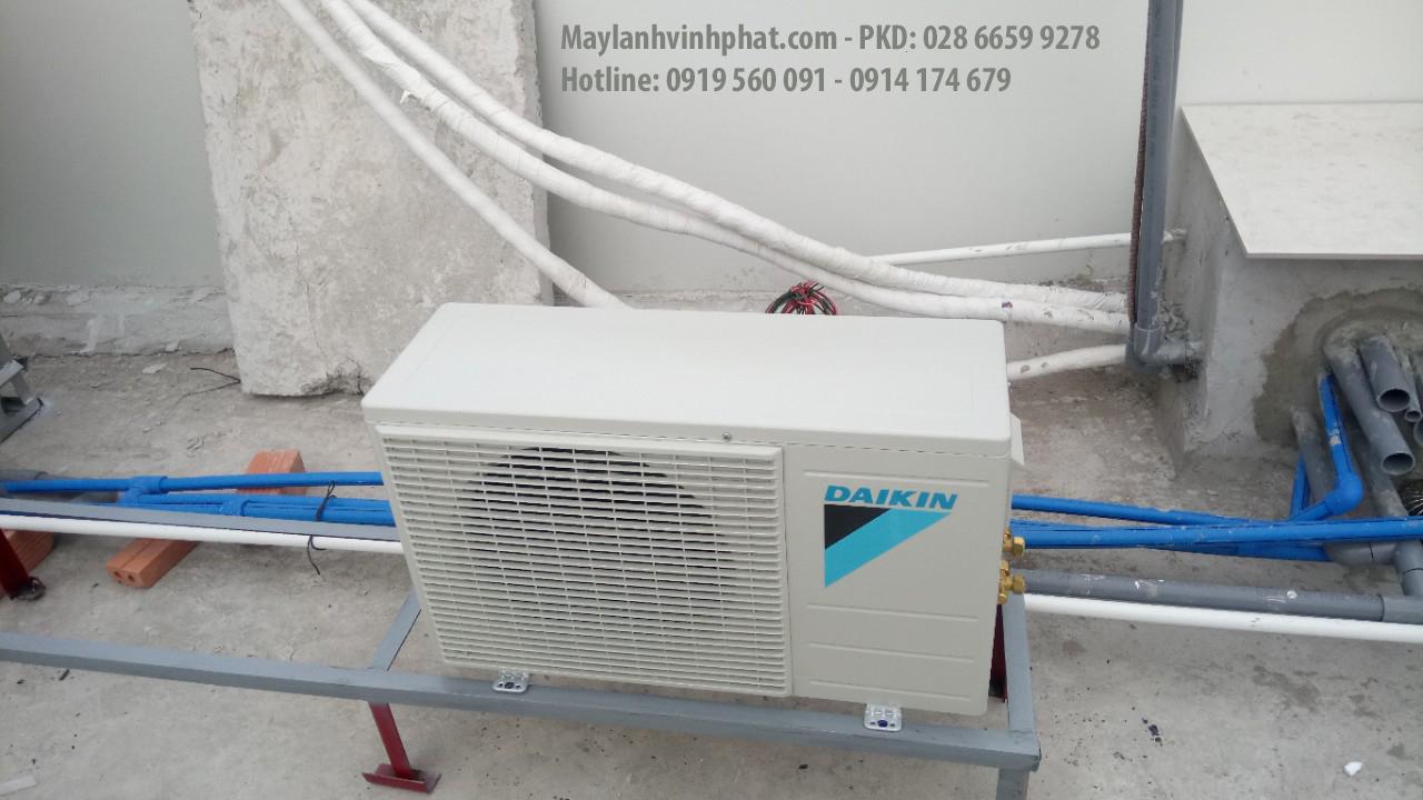Lắp máy lạnh treo tường DAIKIN 9