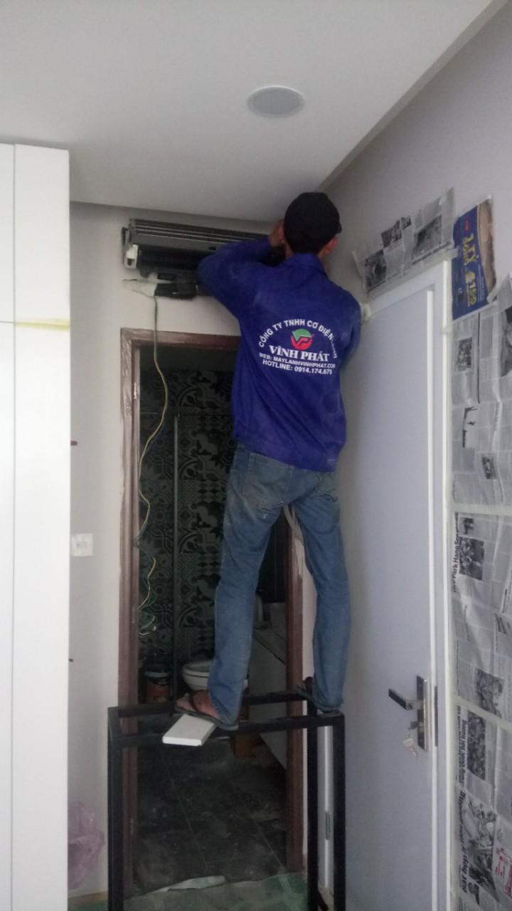 Lắp máy lạnh treo tường TOSHIBA - Tân Phú (4)