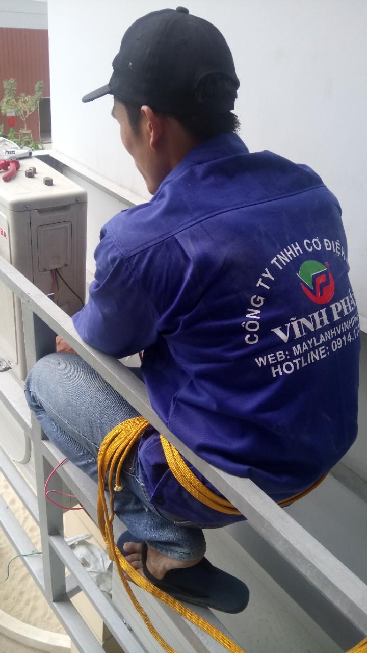 Lắp máy lạnh treo tường TOSHIBA - Tân Phú (7)