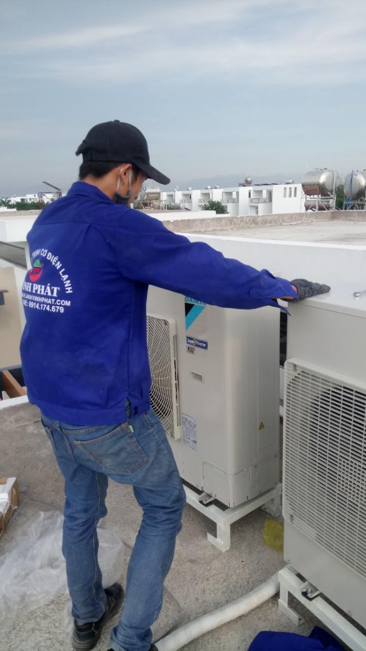 Lắp máy lạnh giấu trần nối ống gió DAIKIN tại Lucasta - quận 9 (29)