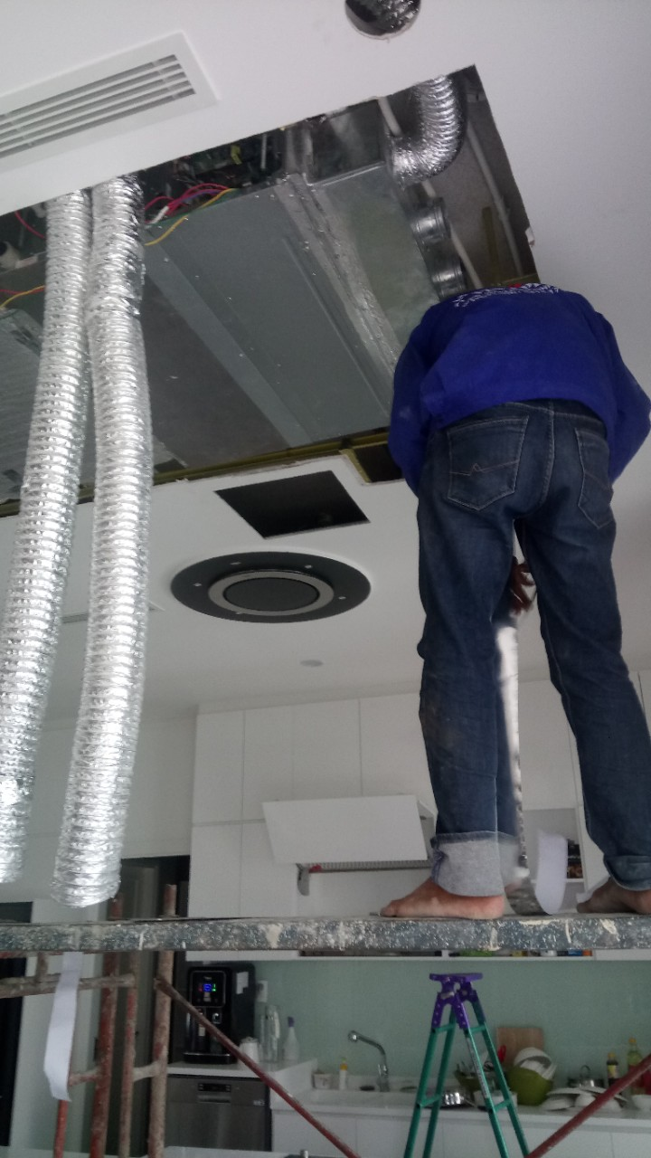 Lắp máy lạnh giấu trần nối ống gió DAIKIN tại Lucasta - quận 9 (46)