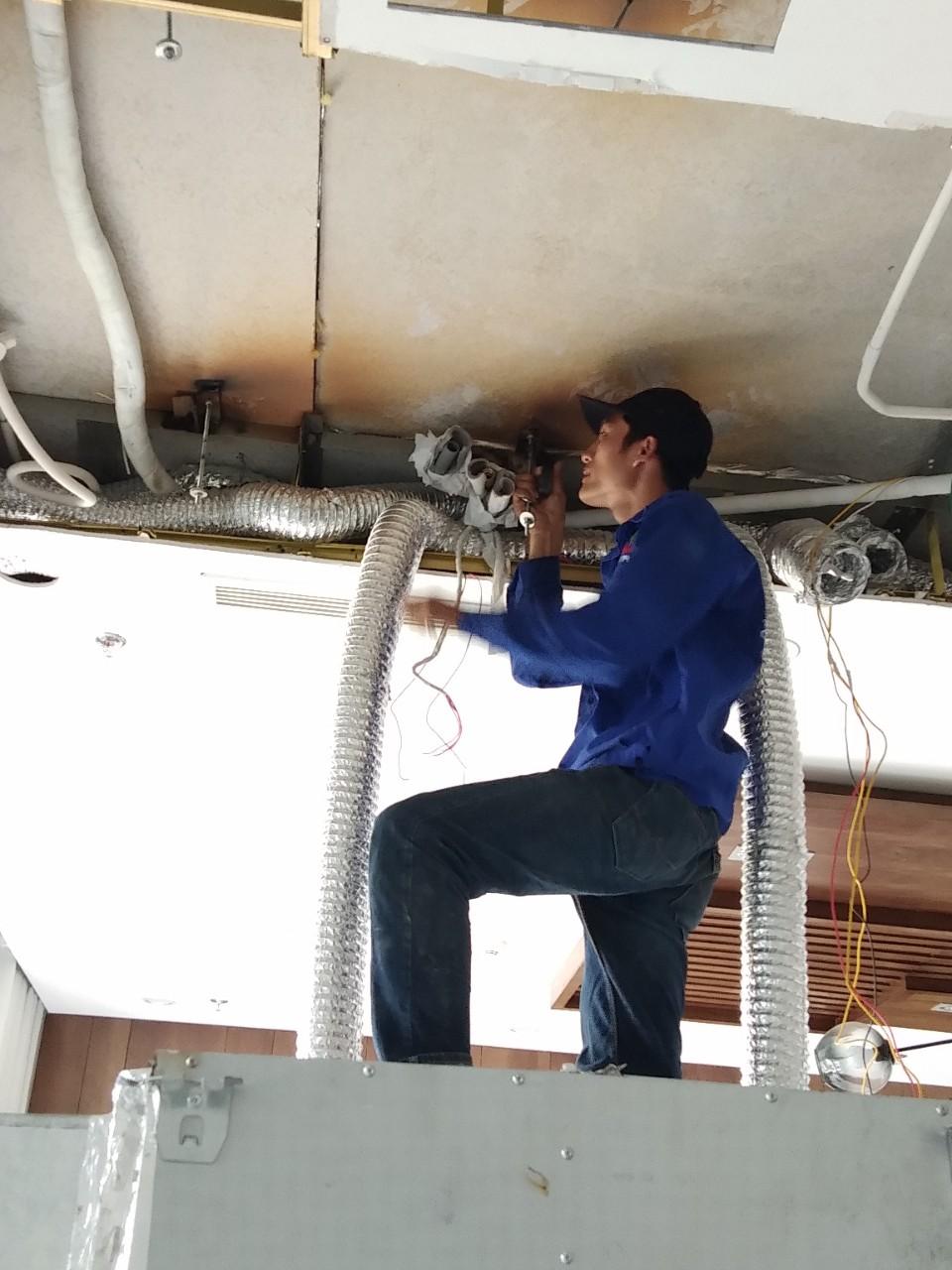 Lắp máy lạnh giấu trần nối ống gió DAIKIN tại Lucasta - quận 9 (6)