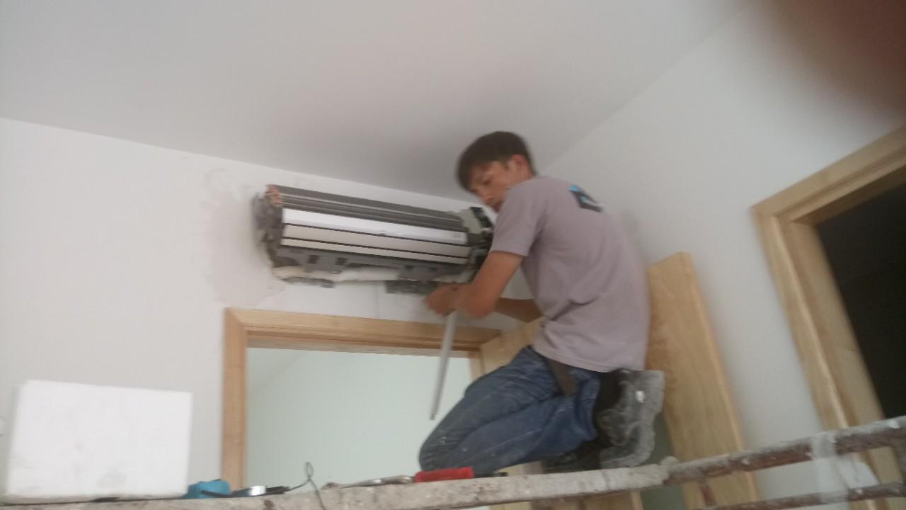 Lắp máy lạnh treo tường DAIKIN 13